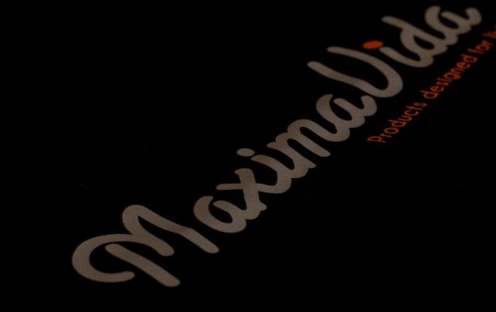 Logo op achterzijde trui